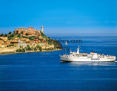 Italien, Toskana, Insel Elba: Blick auf Portoferraio, Faehrschiff | Italy, Tuscany, Island Elba: ferry approaching Portoferraio