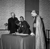 L'arrivée de Haile Selassie <br /> a Quebec, 3 mai 1967 en vue de l'Expo 67.<br /> <br /> Photo : Agence Quebec Presse