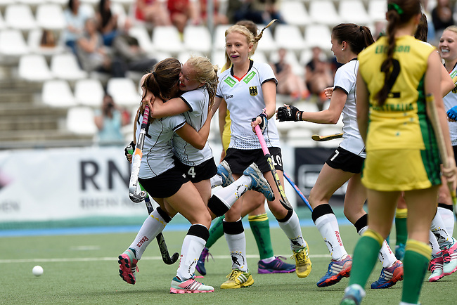 GER - Mannheim, Germany, May 24: During the U16 Girls match between Australia (green) and Germany (white) during the international witsun tournament on May 24, 2015 at Mannheimer HC in Mannheim, Germany. Final score 0-6 (0-3). (Photo by Dirk Markgraf / www.265-images.com) *** Local caption *** Emma Davidsmeyer #4 of Germany, Inma Sophia Hofmeister #11 of Germany, Emely Vysoudil #10 of Germany