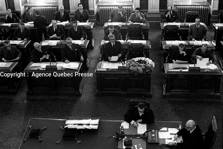 ARCHIVE -  Suite au  Deces du Premier minstre Daniel Johnson., le 26 septembre 1968, <br /> une gerbe de fleurs a son bureau de l'assemblee nationale. Octobre 1968 (Date inconnue entre le 21 et 27 Oct)<br /> <br /> PHOTO :  AQP -  Photo Moderne
