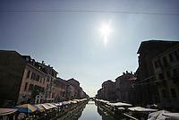 Milano, mercatino d'antiquariato lungo il Naviglio Grande --- Milan, antiques market along the Naviglio Grande channel