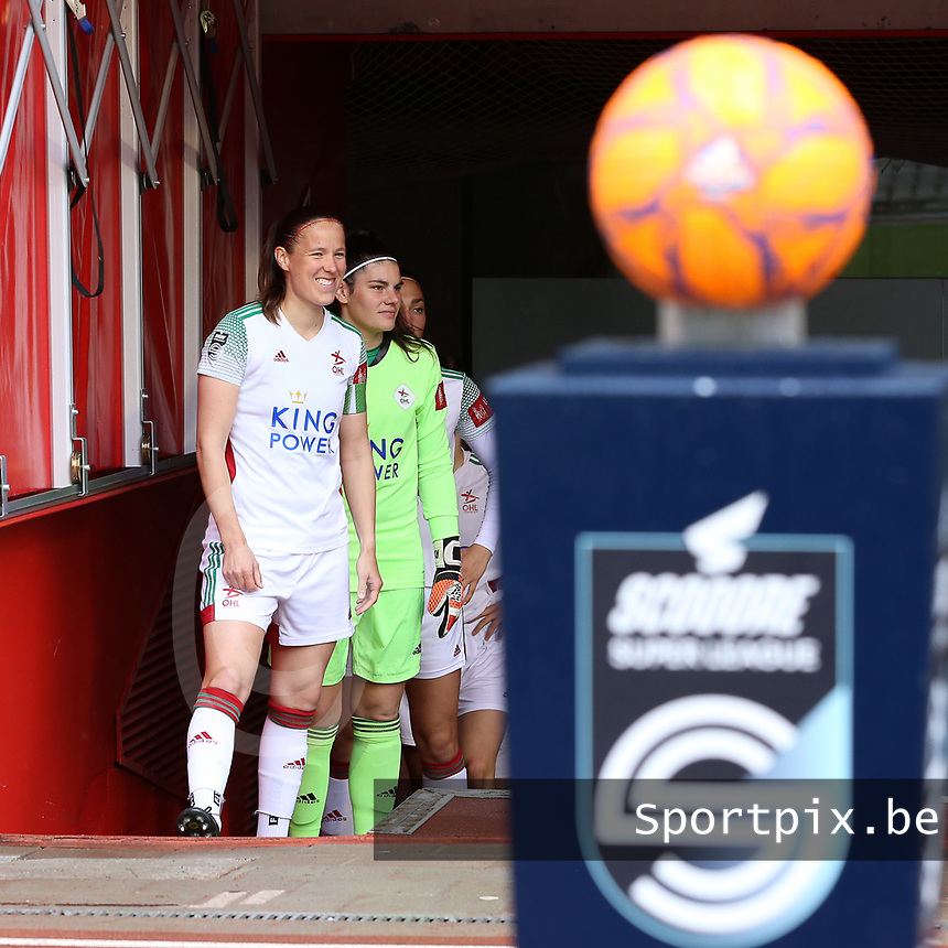 Lenie Onzia (8) of OHL and Goalkeeper Louise Van Den Bergh (1) of OHL  pictured before a female soccer game between RSC Anderlecht Dames and Oud Heverlee Leuven on the seventh matchday of play off 1 of the 2020 - 2021 season of Belgian Womens Super League , saturday 15 th of May 2021  in Brussels , Belgium . PHOTO SPORTPIX.BE   SPP   SEVIL OKTEM