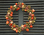 """Christmas wreath Colonial Williamsburg, Colonial Williamsburg Virginia is historic district 1699 to 1780 which made colonial Virgnia's Capital, for most of the 18th century Williamsburg was the center of government education and culture in Colony of Virginia, George Washington, Thomas Jefferson, Patrick Henry, James Monroe, James Madison, George Wythe, Peyton Randolph, and others molded democracy in the Commonwealth of Virginia and the United States, Motto of Colonial Williamsburg is """"The furture may learn from the past,"""""""