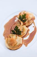 Europe/France/Rhône-Alpes/74/Haute-Savoie/Megève: Raviolis al dente farcis de pied et jarret de veau au jus, au Restaurant 1920, au Chalet du Mont d'Arbois