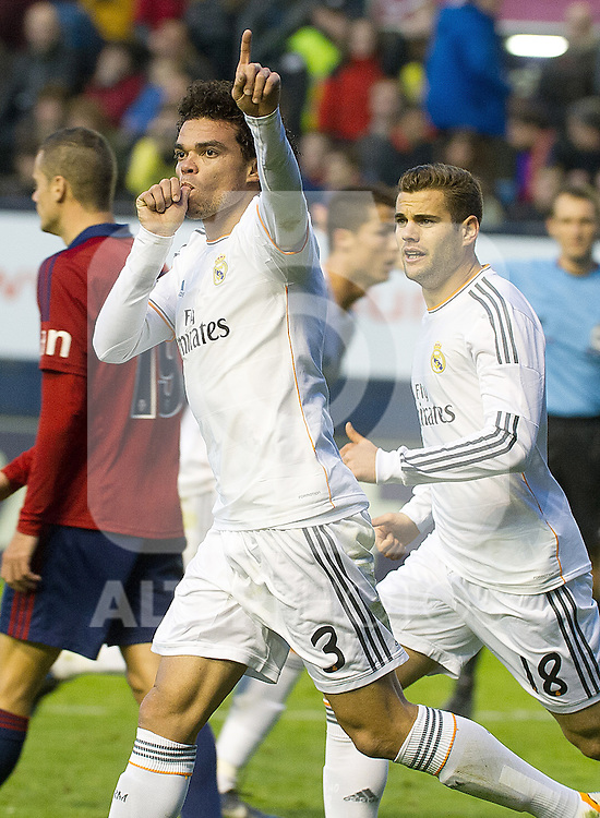 Real Madrid's Pepe (l) and Nacho Fernandez celebrate goal during La Liga match.December 14,2013. (ALTERPHOTOS/Mikel)