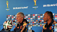 FORTALEZA  - BRASIL -04-07-2014. Jose Pekerman director tecnico de Colombia y Camilo Zuniga   durante  la conferencia de prensa que ofrecio la seleccion Colombia de futbol antes de su encuentro contra Brazil  en el estadio de Fortaleza / Jose Pekerman coach  of Colombia and Camilo Zu–iga   during the news conference that offered the Select function Colombia football before their match against  Brazil , Fortaleza  stadium. Photo: VizzorImage / Alfredo Gutierrez / Contribuidor