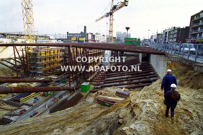 Arnhem,01-12-99  Foto:Koos Groenewold (APA-Foto)<br />Bouwwerkzaamheden bij het NS Station in Arnhem.<br />Zie voor verhaal ook APA-Redaktie.