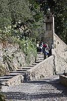 Europe/France/Provence-Alpes-Côtes d'Azur/06/Alpes-Maritimes/Alpes-Maritimes/Arrière Pays Niçois/Saorge: Dans les ruelles du vieux village - montée vers lle Couvent des Franciscains