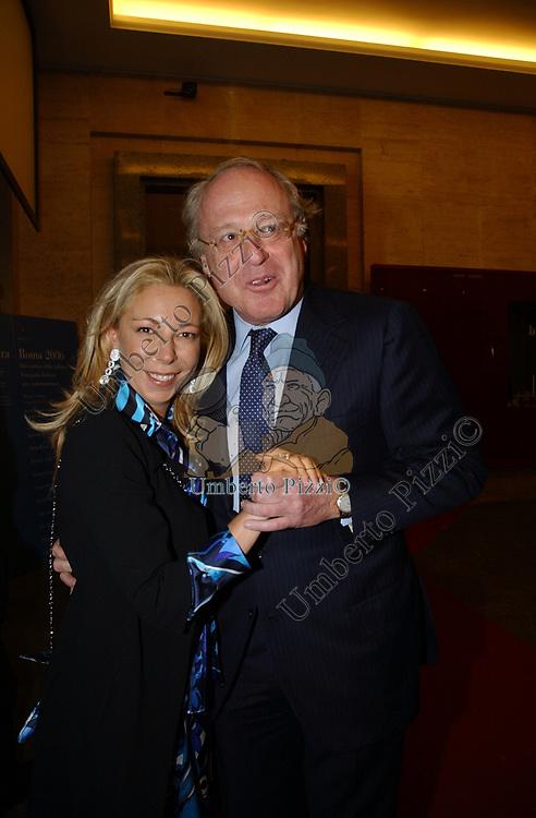"""ANTONELLA RODRIGUEZ CON PAOLO SCARONI<br /> VERNISSAGE """"ROMA 2006 10 ARTISTI DELLA GALLERIA FOTOGRAFIA ITALIANA"""" AUDITORIUM DELLA CONCILIAZIONE ROMA 2006"""