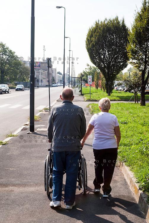 Milano, periferia est. Anziani con carrozzella --- Milan, east periphery. Elderly with wheelchair