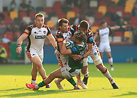 9th October 2021; Brentford Community Stadium, Brentford, London; Gallagher Premiership Rugby, London Irish versus Leicester Tigers; Ollie Hassell-Collins of London Irish tackled by Richard Wigglesworth and Eli Snyman of Leicester Tigers