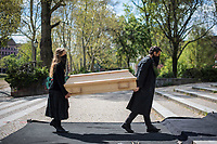 """Mit einer Protestaktion """"Trauerfeier fuer die Demokratie"""" protestierte am Sonntag den 26. April 2020 auf dem Berliner Mariannenplatz in Kreuzberg eine """"Aktion Eigensinn"""" gegen die Einschraenkungen im Zuge der Massnahmen zur Eindaemmung der Covid-19-Pandemie. Sie stellten einen Holzsarg auf forderten anwesende Menschen auf Plakate und Schilder abzulegen und Reden ueber die momentane Corona-Krisensituation zu halten. Bei diesen Reden wurden von Teilnehmern zum Teil Verschwoerungstheorien verbreitet, so sei z.B. die Krise ein lange vorbereiteter Plan der Regierenden und Freiheitsrechte einzuschraenken.<br /> 26.4.2020, Berlin<br /> Copyright: Christian-Ditsch.de<br /> [NUR FUER REDAKTIONELLE ZWECKE! Werbung nur auf Anfrage beim Fotografen. Inhaltsveraendernde Manipulation des Fotos nur nach ausdruecklicher Genehmigung des Fotografen. Vereinbarungen ueber Abtretung von Persoenlichkeitsrechten/Model Release der abgebildeten Person/Personen liegen nicht vor. NO MODEL RELEASE! Don't publish without copyright Christian-Ditsch.de, Veroeffentlichung nur mit Fotografennennung, sowie gegen Honorar, MwSt. und Beleg. Konto: I N G - D i B a, IBAN DE58500105175400192269, BIC INGDDEFFXXX, Kontakt: post@christian-ditsch.de<br /> Bei der Bearbeitung der Dateiinformationen darf die Urheberkennzeichnung in den EXIF- und  IPTC-Daten nicht entfernt werden, diese sind in digitalen Medien nach §95c UrhG rechtlich geschuetzt. Der Urhebervermerk wird gemaess §13 UrhG verlangt.]"""