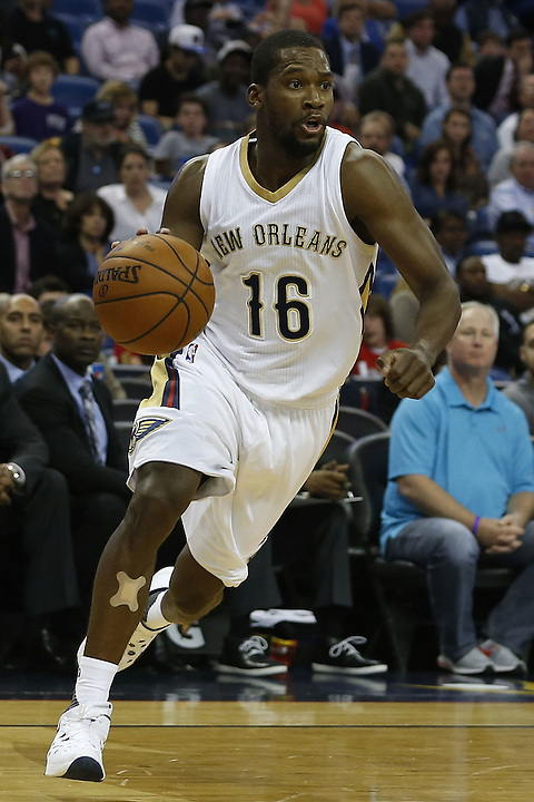NEW ORLEANS, LA - MARCH 07:  Toney Douglas #16 of the New Orleans Pelicans drives with the ball during a game at Smoothie King Center on March 7, 2016 in New Orleans, Louisiana. NOTE TO USER: User expressly acknowledges and agrees that, by downloading and or using this photograph, User is consenting to the terms and conditions of the Getty Images License Agreement.  (Photo by Jonathan Bachman/Getty Images)