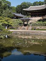 Pavillon Juhamnu am Buyongji-Teich im Secret Garden = Huwon= Biwon des Changdeokgung Palast, Seoul, Südkorea, Asien, UNESCO-Weltkulturerbe<br /> pavilion Juhamnu at Buyongji-pond  in the secret garden of  palace Changdeokgung,  Seoul, South Korea, Asia UNESCO world-heritage