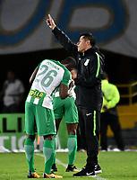 BOGOTA - COLOMBIA - 18 – 02 - 2018: Jorge Almiron (Der.), técnico, de Atletico Nacional, da instrucciones a Carlos Cuesta (Izq.), jugador de Atletico Nacional, durante partido de la fecha 4 entre Millonarios y Atletico Nacional, por la Liga Aguila I 2018, jugado en el estadio Nemesio Camacho El Campin de la ciudad de Bogota. / Jorge Almiron (R), coach of Atletico Nacional, gives instructions to Carlos Cuesta (Izq.) player of Atletico Nacional, during a match of the 4th date between Millonarios and Atletico Nacional, for the Liga Aguila I 2018 played at the Nemesio Camacho El Campin Stadium in Bogota city, Photo: VizzorImage / Luis Ramirez / Staff.