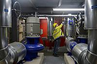 GERMANY, Hamburg, Vattenfall power to heat unit to generate heat from power from wind energy for warmth supply to the public warmth network / DEUTSCHLAND, Hamburg, Power to Heat Anlage im Karolinenviertel von Vattenfall, überschüssiger Windstrom kann in Wärme zum Heizen umgewandelt werden und in das Fernwärmenetz eingespeist werden, Elektrodenheizkessel