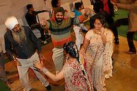 07.12.2008 Delhi(Haryana)<br /> <br /> People dancing during the wedding.<br /> <br /> Personnes en train de danser pendant le mariage.