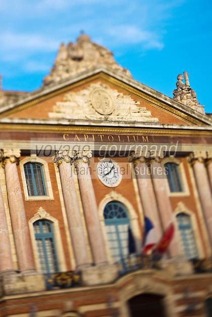 Europe/France/Midi-Pyrénées/31/Haute-Garonne/Toulouse: Place du Capitole - Le Capitole -qui abrite aujourd'hui la mairie de la ville et le théâtre du Capitole.