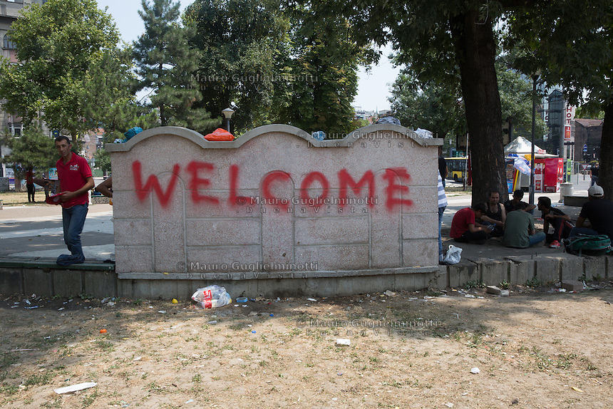 Belgrado  parco alla stazione dei bus  scritta Benvenuti Welcome