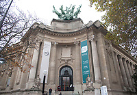 November 10 2017, Paris, France - The Actor Keanu Reeves, guest of the Paris Photo 2017 at Grand Palais on Avenue du Général Eisenhower in Paris. He signs autographs for his fans. # LES PEOPLE AU SALON PARIS PHOTO 2017 AU GRAND PALAIS