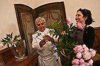 Europe/France/Provence-Alpes-Côte d'Azur/06/La Turbie: Marion et  Bruno Cirino  composent eux même les bouquets de leur restaurant: Hostellerie Jérôme [Non destiné à un usage publicitaire - Not intended for an advertising use]