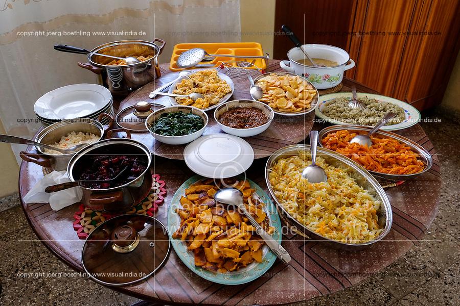 ETHIOPIA, Gonder, table with vegetarian food  / AETHIOPIEN, Gonder, gedeckter Tisch