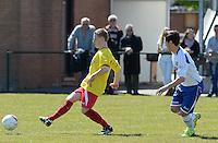 KFC Lichtervelde - KVC Ardooie :  Jens Bailliu (links) aan de bal voor Gil Dhulster (r)<br /> Foto VDB / Bart Vandenbroucke