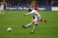 Toni Kroos (Bayern) zieht ab<br /> Eintracht Frankfurt vs. FC Bayern Muenchen, Commerzbank Arena<br /> *** Local Caption *** Foto ist honorarpflichtig! zzgl. gesetzl. MwSt. Auf Anfrage in hoeherer Qualitaet/Aufloesung. Belegexemplar an: Marc Schueler, Am Ziegelfalltor 4, 64625 Bensheim, Tel. +49 (0) 6251 86 96 134, www.gameday-mediaservices.de. Email: marc.schueler@gameday-mediaservices.de, Bankverbindung: Volksbank Bergstrasse, Kto.: 151297, BLZ: 50960101