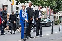 Gedenken anlaesslich 56. Jahrestag des Mauerbau in Berlin.<br /> Am Sonntag den 13. August 2017 gedachten Politiker des Berliner Abgeordnetenhaus und des Bundestag in der Berliner Zimmerstrasse des ersten Mauertoten Peter Fechter. Fechter wurde bei seinem Fluchtversuch am 17. August 1962 an dieser Stelle 22jaehrig von den DDR-Grenzsoldaten Rolf F. (damals 26 Jahre), Erich S. (damals 20 Jahre) in den Ruecken geschossen und verblutete. Er lag fast eine Stunde im Sterben, weder die DDR-Grenzer, noch Westberliner griffen ein.<br /> Im Bild vlnr: Die Verlegerin Elfriede Springer; Klaus Lederer, stellv. Buergermeister von Berlin und Senator fuer Kultur und Europa; Florian Graf, CDU-Fraktionsvorsitzender im Berliner Abgeordnetenhaus.<br /> 13.8.2017, Berlin<br /> Copyright: Christian-Ditsch.de<br /> [Inhaltsveraendernde Manipulation des Fotos nur nach ausdruecklicher Genehmigung des Fotografen. Vereinbarungen ueber Abtretung von Persoenlichkeitsrechten/Model Release der abgebildeten Person/Personen liegen nicht vor. NO MODEL RELEASE! Nur fuer Redaktionelle Zwecke. Don't publish without copyright Christian-Ditsch.de, Veroeffentlichung nur mit Fotografennennung, sowie gegen Honorar, MwSt. und Beleg. Konto: I N G - D i B a, IBAN DE58500105175400192269, BIC INGDDEFFXXX, Kontakt: post@christian-ditsch.de<br /> Bei der Bearbeitung der Dateiinformationen darf die Urheberkennzeichnung in den EXIF- und  IPTC-Daten nicht entfernt werden, diese sind in digitalen Medien nach §95c UrhG rechtlich geschuetzt. Der Urhebervermerk wird gemaess §13 UrhG verlangt.]