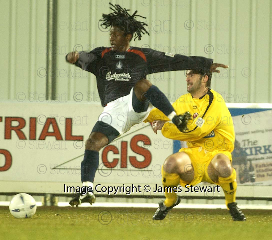 15/03/2005         Copyright Pic : James Stewart.File Name : jspa06_falkirk_v_clyde.RUSSELL LATAPY AND DANIEL SHERIDAN  CHALLENGE....Payments to :.James Stewart Photo Agency 19 Carronlea Drive, Falkirk. FK2 8DN      Vat Reg No. 607 6932 25.Office     : +44 (0)1324 570906     .Mobile   : +44 (0)7721 416997.Fax         : +44 (0)1324 570906.E-mail  :  jim@jspa.co.uk.If you require further information then contact Jim Stewart on any of the numbers above.........A