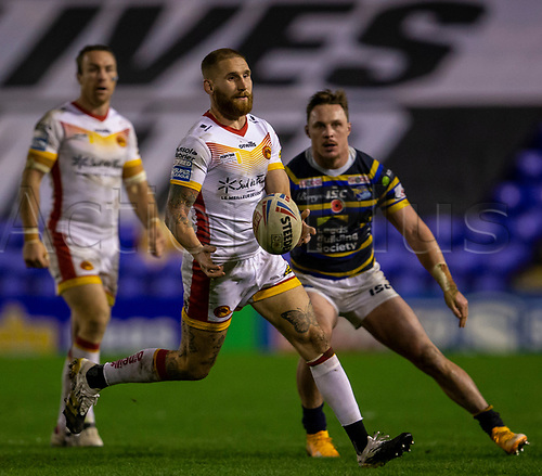 13th November 2020; The Halliwell Jones Stadium, Warrington, Cheshire, England; Betfred Rugby League Playoffs, Catalan Dragons versus Leeds Rhinos; Sam Tomkins of Catalans Dragons passes the ball off before contact