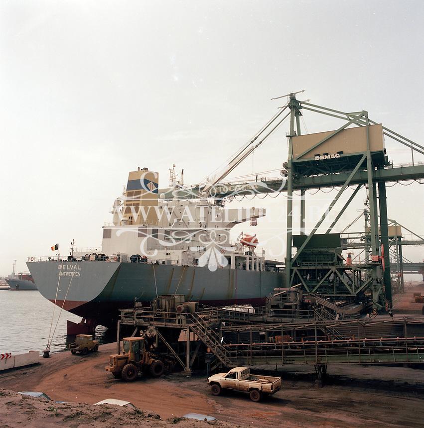 Juli 1986. Stocatra in de haven van Antwerpen. Schip Belval.