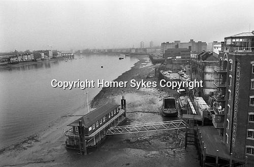 Docklands Development 1980s London UK. New Concordia Wharf apartment block. River Thames old warehouses derelict land, Southwark, Bermondsey, South East London. 1987