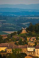 Europe/France/Midi-Pyrénées/81/Tarn/Lautrec:  Le village, vieilles demeures et le Moulin à vent