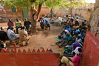 BURKINA FASO, Kaya, IDP internal displaced persons, muslim and christian inland refugees took shelter in private christian home of Idrissa Jean Bruno OUÉDAROGO after islamist terrorist attack in their village Dablo / BURKINA FASO, Kaya, IDP Binnenfluechtlinge, nach Attacken auf ihr Dorf Dablo haben Muslime und Christen im Haus von Idrissa Jean Bruno OUÉDAROGO, Papa Jean, Zuflucht gefunden