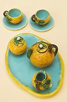 Europe/France/06/Alpes-Maritimes/Menton: Musée de la préhistoire Service à Thé de Poupée sous le signe du Citron de Menton- Atelier Perret-Gentil
