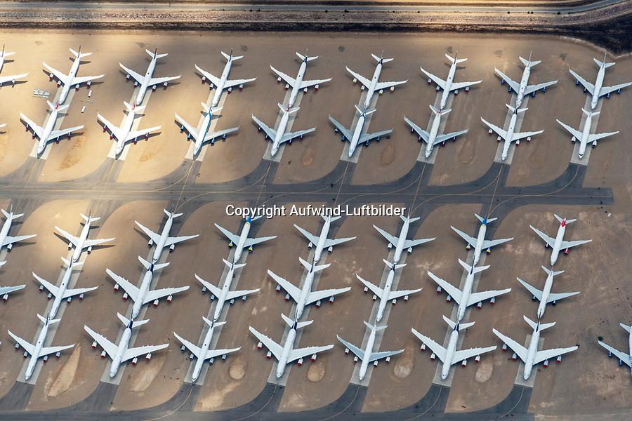 Flugzeugabstellplatz Teruel: SPANIEN, ARAGONIEN,TERUEL, 19.07.2020: Flugzeugabstellplatz Teruel