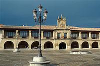 Spanien, La Rioja, Santo Domingo de la Calzada, Plaza de España