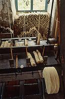 Europe/France/Midi-Pyrénées/81/Tarn/Lacaune: Filature Ramond - Bobines de fil - Transformation de la laine des moutons en fil a tricoter