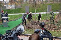 """Auf dem Gelaende des Einsatzfuehrungskommando der Bundeswehr, der Henning-von-Tresckow-Kaserne bei Potsdam, wurde am Samstag den 15. November 2014 ein Ehrenhain zum Gedenken an die im Einsatz verstorbenen Bundeswehrangehoerigen eingeweiht. Zu der Einweihung kamen 700 Gaeste, davon waren 190 Angehoerige Verstorbener.<br /> In dem """"Wald der Erinnerungen"""" sind die Gedenkhaine aus den Einsatzgebieten der Bundeswehr errichtet worden. Zum Teil originalgetreu nachgebildet von den Orten in denen die Bundeswehr eingesetzt war und Angehoerige verstorben sind.<br /> Im Bild: Symbolische Baumpflanzung durch die Bundesministerin Dr. Ursula von der Leyen (rechts) und Malis Boeken, Vetreterin der Hinterbliebenen (links).<br /> 15.11.2014, Potsdam<br /> Copyright: Christian-Ditsch.de<br /> [Inhaltsveraendernde Manipulation des Fotos nur nach ausdruecklicher Genehmigung des Fotografen. Vereinbarungen ueber Abtretung von Persoenlichkeitsrechten/Model Release der abgebildeten Person/Personen liegen nicht vor. NO MODEL RELEASE! Don't publish without copyright Christian-Ditsch.de, Veroeffentlichung nur mit Fotografennennung, sowie gegen Honorar, MwSt. und Beleg. Konto: I N G - D i B a, IBAN DE58500105175400192269, BIC INGDDEFFXXX, Kontakt: post@christian-ditsch.de<br /> Urhebervermerk wird gemaess Paragraph 13 UHG verlangt.]"""