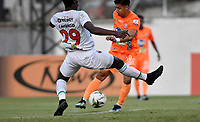 ENVIGADO - COLOMBIA, 31–03-2021: Yeison Guzman de Envigado F. C. y Yonatan Murillo de Patriotas Boyaca F. C. disputan el balon durante partido entre Envigado F. C. y Patriotas Boyaca F. C. de la fecha 16 por la Liga BetPlay DIMAYOR I 2021, en el estadio Polideportivo Sur de la ciudad de Envigado. / Yeison Guzman of Envigado F. C. and Yonatan Murillo of Patriotas Boyaca F. C. fight for the ball during a match between Envigado F. C. and Patriotas Boyaca F. C. of 16th date for the BetPlay DIMAYOR I 2021 League at the Polideportivo Sur stadium in Envigado city. Photo: VizzorImage / Luis Benavides / Cont.