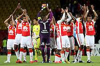 BOGOTÁ-COLOMBIA-26- FEBRERO-2015. Los jugadores de Independiente Santa Fe saludan y agradecen a su hinchada  por el apoyo despues de ganar al Colo Colo de Chile 3 goles por 1 ,  partido por la segunda fase, llave G1, de la Copa Bridgeestone Libertadores 2015 jugado en el estadio Nemesio Camacho El Campin de la ciudad de Bogotá. / Players Independiente Santa Fe greet and thank his fans for winning  to the Colo Colo of Chile 3 goals to 1 match for the second phase, G1 key, of the Copa Bridgestone Libertadores 2015 played at Nemesio Camacho El Campin stadium in Bogota city