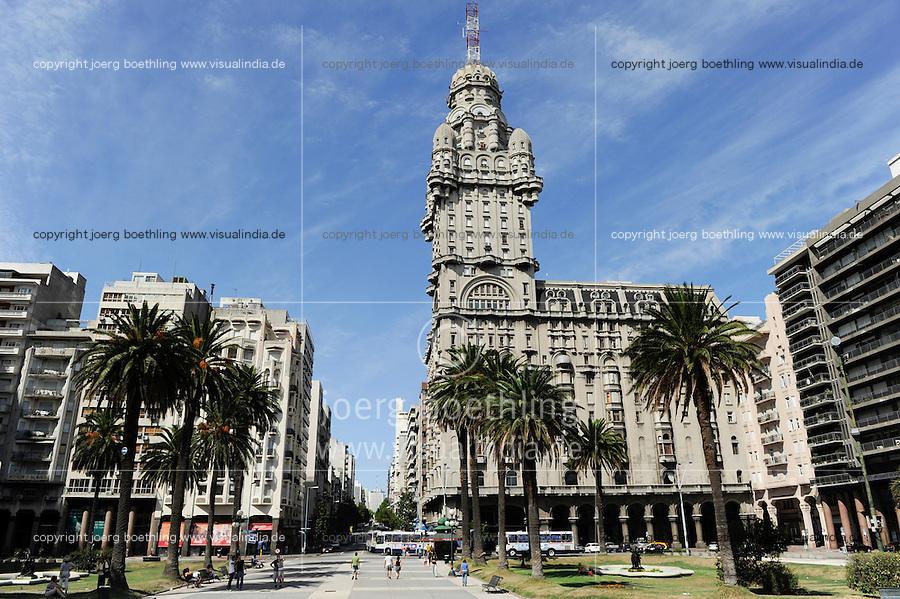 URUGUAY Montevideo , Art Deco building Palacio Salvo at Plaza de Independencia /URUGUAY Montevideo Hochhaus Palacio Salvo (vom Architekten Mario Palanti  entworfen, eingeweiht 1928 , mit Hoehe von 105 m war das Gebaeude im Stil des Art déco bis 1935 das hoechste Bauwerk in Suedamerika) am Plaza de Independencia