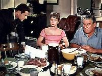 Prod DB © MGM / DR<br /> COMMENT DENICHER UN MARI (THE MATING GAME) de George Marshall 1959 USA<br /> avec Tony Randall, Debbie Reynolds et Paul Douglas<br /> repas, d'apres un roman de H. E Bates
