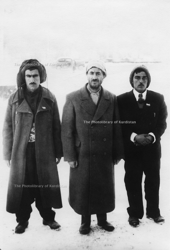 Iran 1946 .In Mahabad, Qazi Mohammed , in the middle with  left, Hajar Charafkandi and right, Hemen Mukriyani, 2 Kurdish Iranian poets.Iran 1946.A Mahabad, au centre Qazi Mohammed  avec a gauche, Hajar Charafkandi et a droite, Hemen Mukriyani, 2 poetes kurdes iraniens