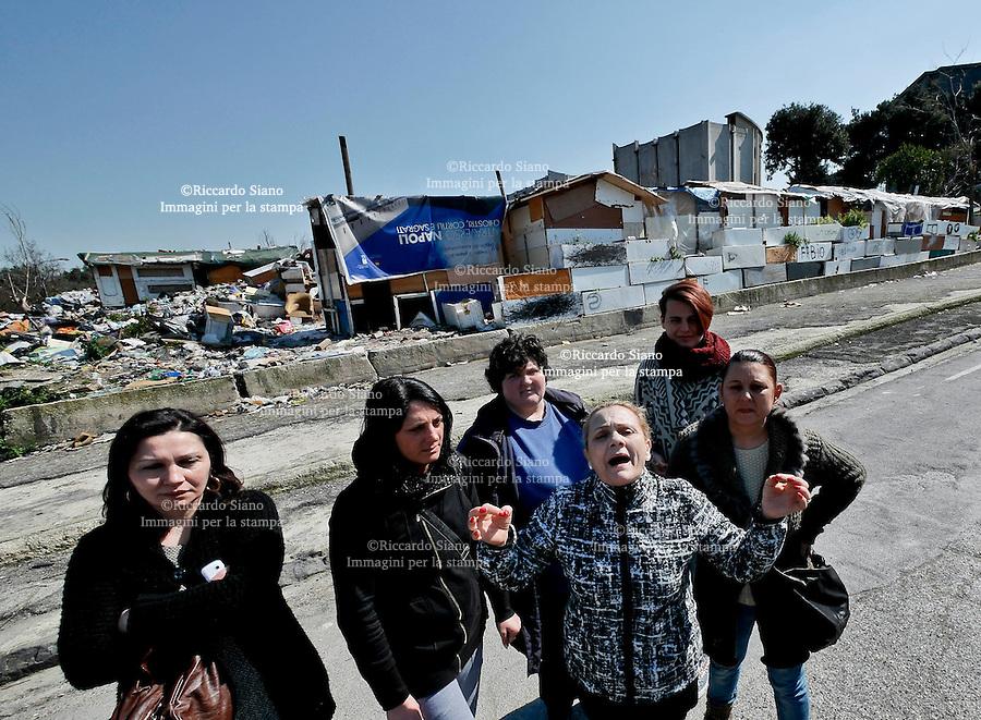 - NAPOLI 12 MAR  2014 -  APOLI: RAGAZZINA DENUNCIA MOLESTIE, ASSALTO A CAMPO ROM POGGIOREALE. Rom in fuga da, un campo di via del Pianto dopo scontri con i residenti.