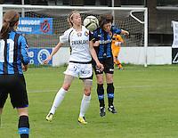 Club Brugge Dames - Telstar Ijmuiden : Lois Oudemast (links) in duel met Ingrid De Rycke<br /> foto Dirk Vuylsteke / nikonpro.be