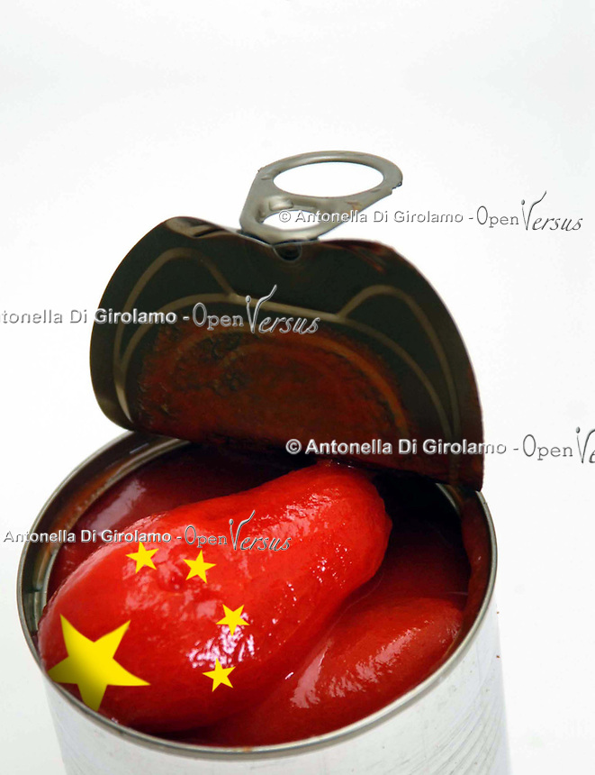 Pomodori pelati importati dalla Cina. Peeled tomatoes imported from China. ..