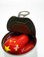 Pomodori pelati importati dalla Cina. Peeled tomatoes imported from China. ..
