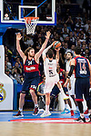 Real Madrid´s player Rudy Fernandez and Bayern Munich´s player Bryant during the 4th match of the Turkish Airlines Euroleague at Barclaycard Center in Madrid, Spain, November 05, 2015. <br /> (ALTERPHOTOS/BorjaB.Hojas)